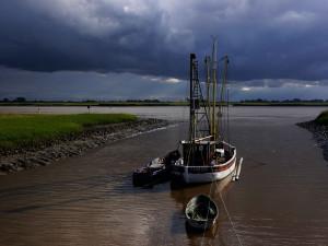 Siel--zwischen-Leer-und-Emden.-Im-Hintergrund-die-Ems-und-das-Rheiderland.